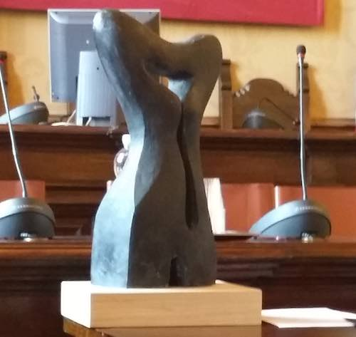"""La scultura """"50 sfumature di me. Donna"""" si aggiudica il concorso """"D.O.N.N.A."""""""