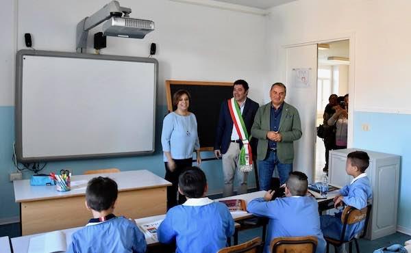 """Paparelli inaugura la """"nuova"""" scuola. """"Dalla Regione 132 milioni per l'edilizia scolastica"""""""