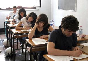 Al via gli esami di maturità. Svevo, il muro di Berlino e Facebook alcune della tracce proposte agli studenti