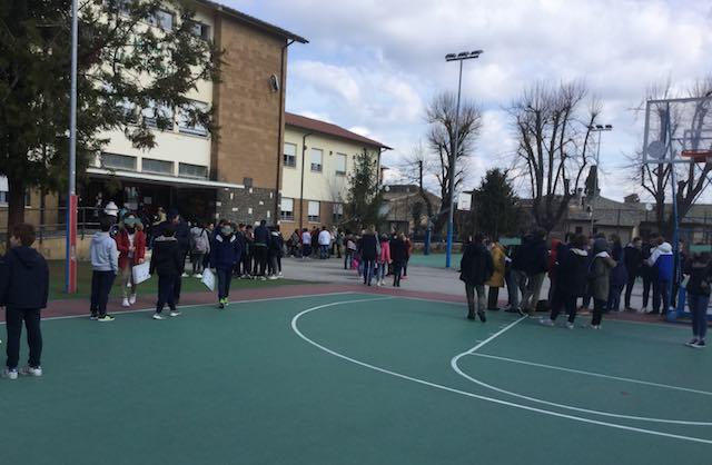 Raid notturno alle scuole Barzini e Signorelli. Appello dopo il furto