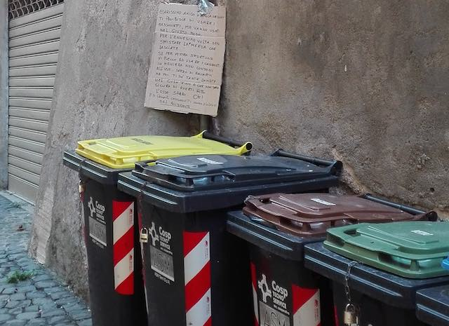 Persiste il problema della sporcizia nelle strade, ma i cittadini non ci stanno