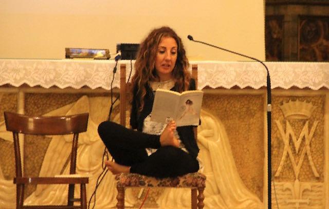 """Simona Atzori e le sue mani basse: """"Tra danza e pittura, sorrido sempre alla vita"""""""
