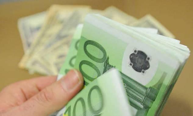Ritrova casualmente 1000 euro a Bolsena e li porta in caserma