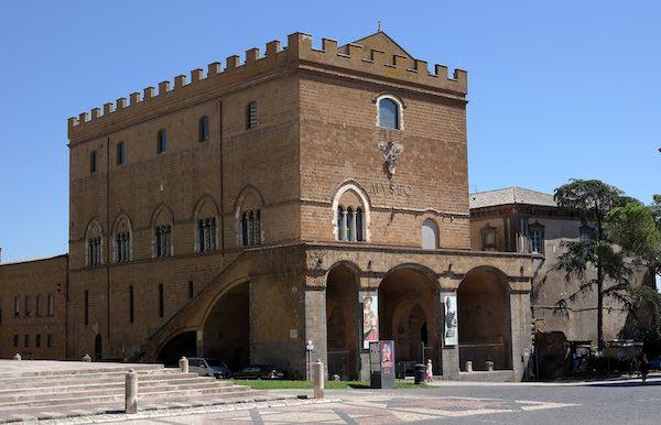 """Targa commemorativa a Palazzo Soliano, nel 75esimo anniversario di """"Orvieto Città Aperta"""""""