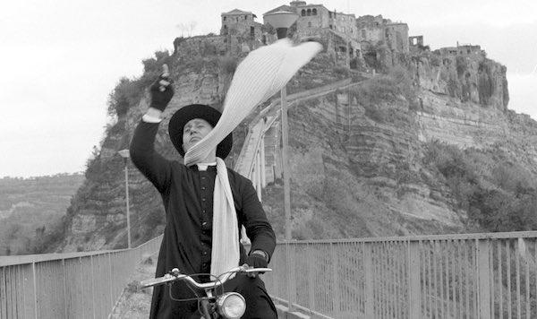 """""""Aspettando la Notte delle Luci 2021"""", si intitola il Ponte di Civita a Sordi e Fellini"""