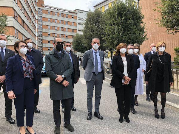"""Il sottosegretario Costa in visita al Santa Maria. """"Impegno per il nuovo Ospedale"""""""