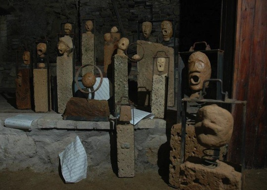 I tufi di Sara Spaccino. Due suggestive mostre della scultrice orvietana in corso a Bolsena
