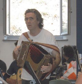 """""""Donna lombarda"""" e altri canti. Ambrogio Sparagna e l'Orchestra Giovanile di Musica Popolare a Umbria Folk Festival"""