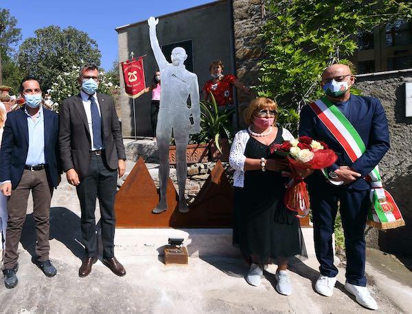 Inaugurato il Muro del Pirata. Svelata la stele dedicata a Marco Pantani