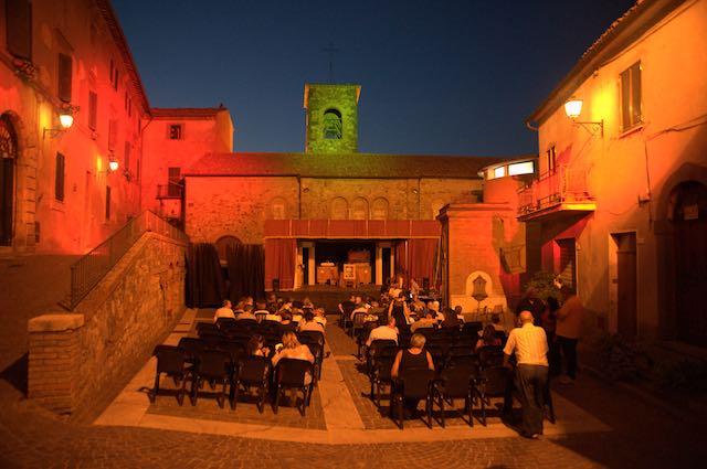 """Il Festival di Teatro Amatoriale """"Stella d'Oro"""" alza il sipario sulla ventesima edizione"""