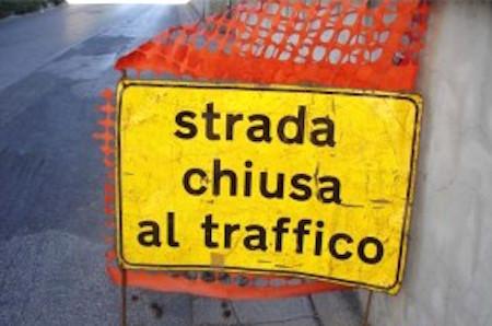 Chiusa al traffico per lavori idrici la Strada del Guado