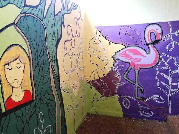 Arte e progettualità, 22 ragazzi decorano le mura esterne della scuola
