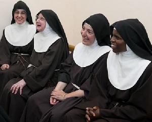 Da sei anni l'orvietana Suor Cristina è badessa del convento delle Clarisse di Gerusalemme, con lei la suora che ha visto 8 Papi