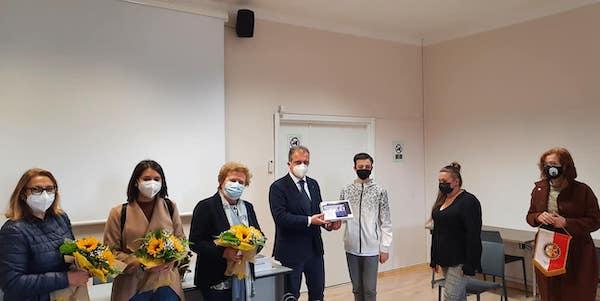 "Il Rotary Club consegna i tablet all'Istituto ""Bruno Marchino"""