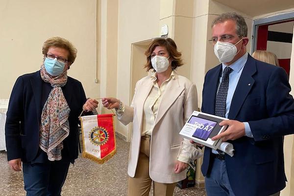 """Il Rotary Club Orvieto dona cinque tablet all'Istituto Professionale """"Luca Coscioni"""""""