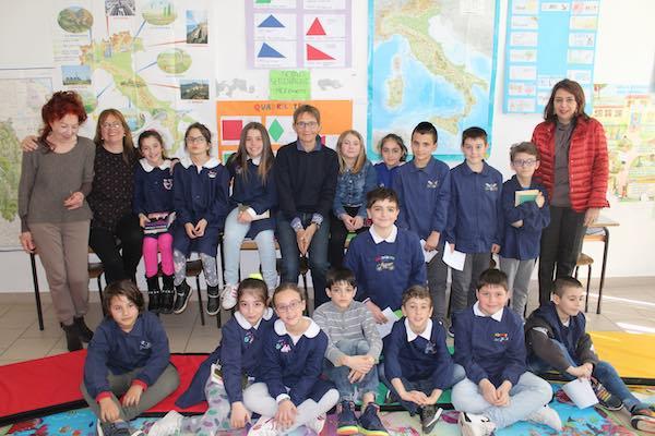 Susanna tamaro incontra i bambini della scuola primaria di for Susanna tamaro il tuo sguardo illumina il mondo