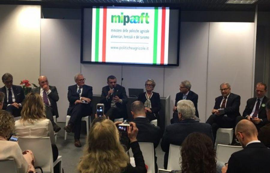 Competitività, innovazione, sostenibilità, enoturismo: filiera del vino a confronto col ministro Centinaio