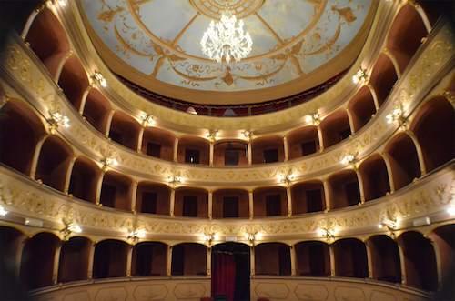 """""""Bacio dopo bacio"""" al Teatro Boni con Maddalena Rizzi"""