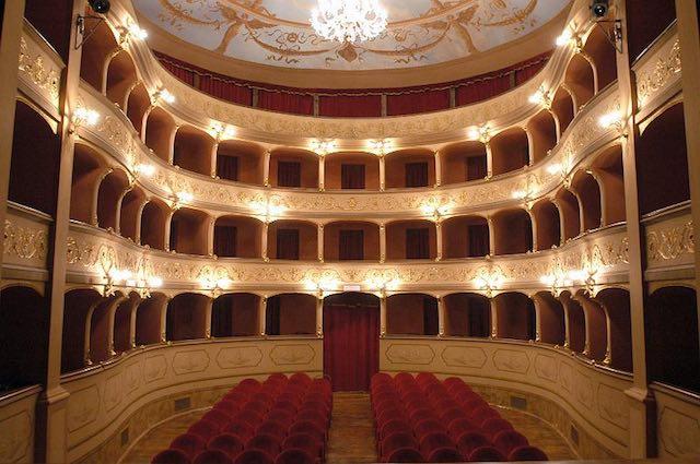 Il Teatro Boni libera la mente. E con Tiziana Foschi presenta la nuova stagione