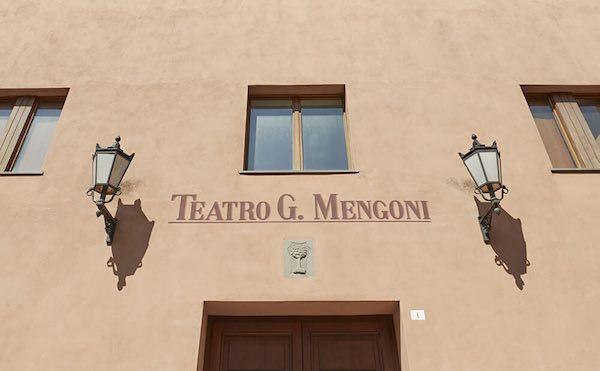 Al Teatro Mengoni espone l'artista Laura Bartocci