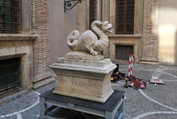 """Thyrus collocato nella corte di Palazzo Spada. """"Simbolo di una città che vuole rinascere"""""""