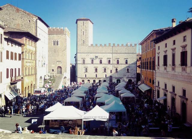 """""""Todi Fiorita 2017"""". Nel centro storico, la decima edizione della mostra-mercato del florovivaismo"""