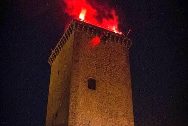 Dalla Torre dei Monaldeschi, la Befana acrobatica del Gruppo Forraditesta