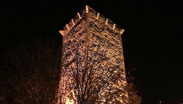 Si accende il nuovo impianto di illuminazione a led della Torre Civica
