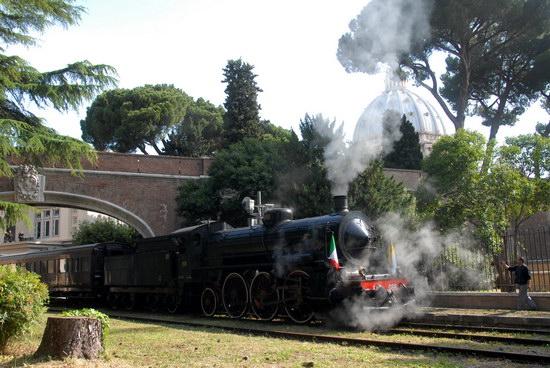 """A Orvieto il """"Caritas Express"""", treno d'epoca partito dalle Mura del Vaticano per i 60 anni della Caritas"""
