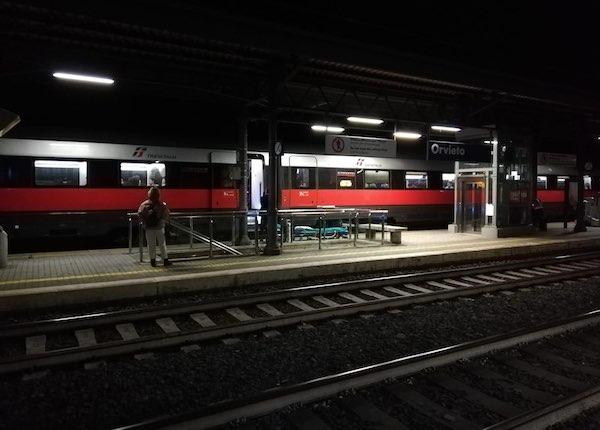 Malore sul treno, fermata d'emergenza per prestare soccorsi