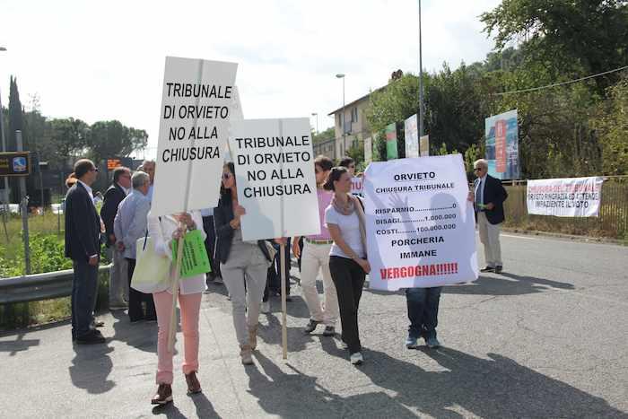 Sabato giornata di mobilitazione cittadina per dire no alla soppressione del tribunale