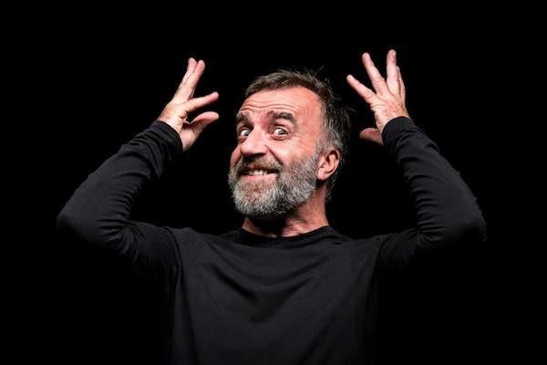 """Ugo Dighero rivisita Dario Fo. Sul palco è ancora """"Mistero Buffo"""""""