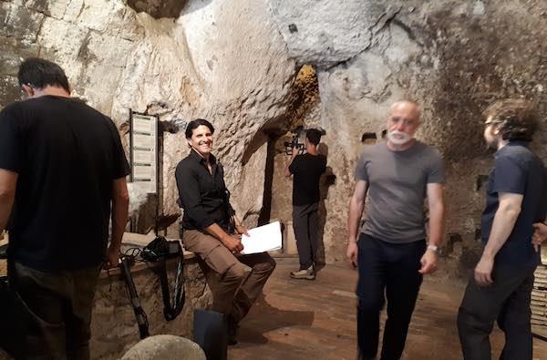 """Nei sotterranei di Orvieto con Darius Arya. In onda su Rai 5 """"Under Italy"""""""