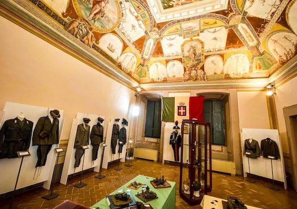 In mostra divise militari storiche e modellini dell'Esercito Italiano