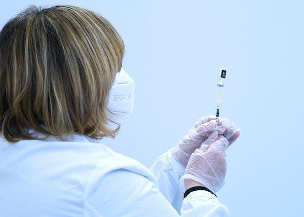 Chiuso l'accordo con i medici di Medicina Generale per vaccinazioni a domicilio di ultra-ottantenni che non possono spostarsi