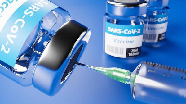 Vaccinazioni, chiarimenti su incarichi attribuiti a medici pensionati