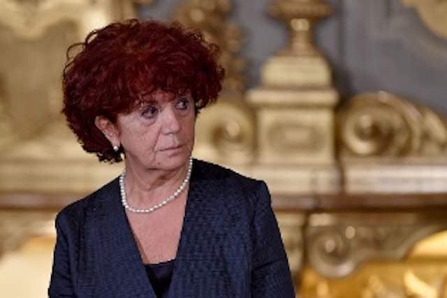 Ministro Fedeli, più soldi a chi lavora nel mondo della scuola