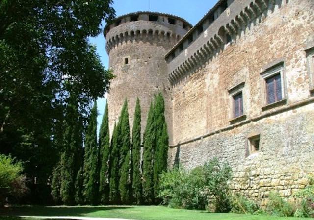 Porte aperte al Castello Orsini, tra giardini medioevali e chiese restaurate