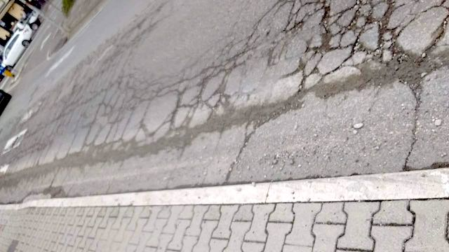 """Residenti esasperati: """"Fate qualcosa per sistemare Via Arno"""""""