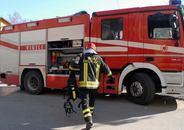 Incendio sull'A1. A fuoco la carta trasportata da un autotreno