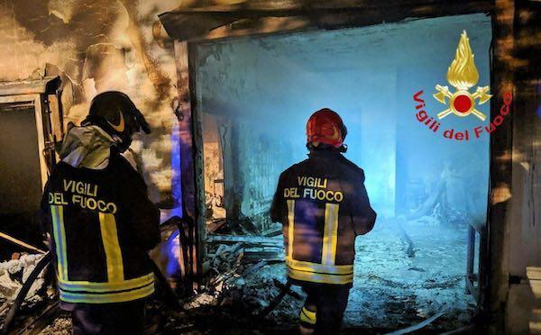 Azienda ittica a fuoco, gravi danni alla struttura
