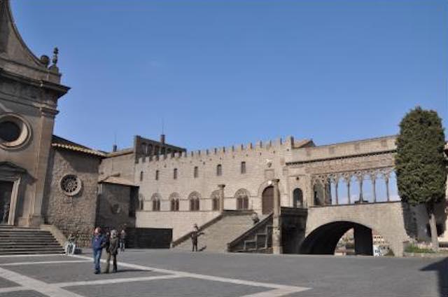 Quattro passi tra le meraviglie di Viterbo. Visita guidata nel centro storico
