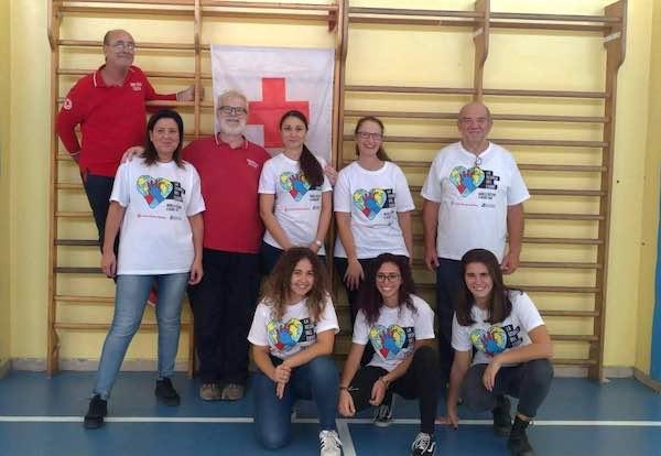 I volontari della Croce Rossa insegnano le manovre salvavita