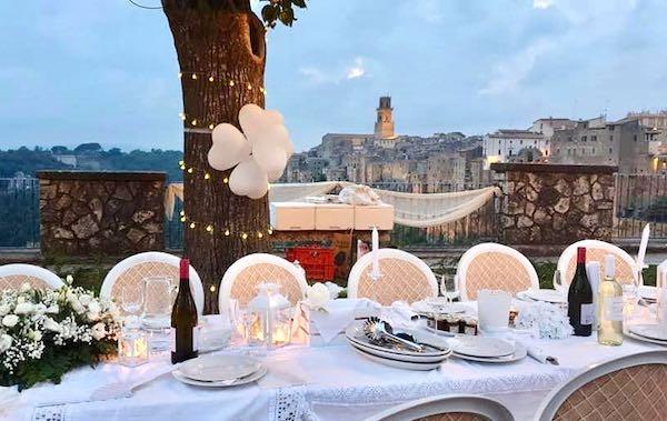 """Anche la terrazza di Pitigliano va in bianco con la """"White Dinner"""""""