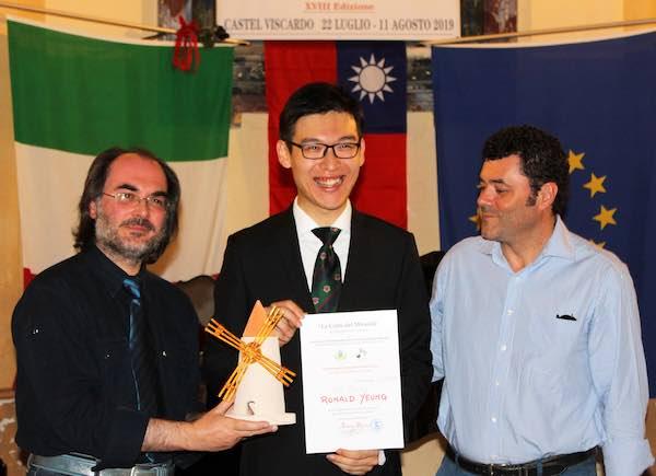 """Premio """"Voce Rivelazione"""" al cantante lirico Ronald Yeung"""