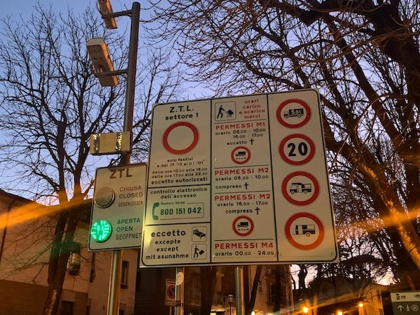 Prorogati gli orari di transito nella Ztl - Settore 1 da Piazza Cahen al Teatro Mancinelli